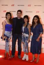 at h&m mubai launch on 11th Aug 2016 (275)_57af3613564a0.JPG