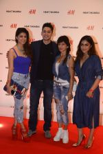 at h&m mubai launch on 11th Aug 2016 (276)_57af3614dcf84.JPG