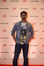 at h&m mubai launch on 11th Aug 2016 (29)_57af350f9929e.JPG