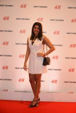 at h&m mubai launch on 11th Aug 2016 (294)_57af3629bed3f.JPG