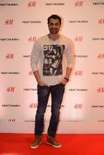 at h&m mubai launch on 11th Aug 2016 (328)_57af364e9ff0d.JPG