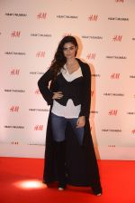 at h&m mubai launch on 11th Aug 2016 (34)_57af3515cee6b.JPG