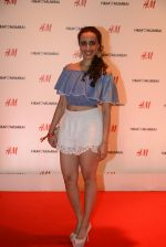 at h&m mubai launch on 11th Aug 2016 (342)_57af365f4d619.JPG