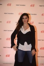 at h&m mubai launch on 11th Aug 2016 (38)_57af351d620a8.JPG