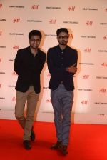 at h&m mubai launch on 11th Aug 2016 (39)_57af351eca40b.JPG