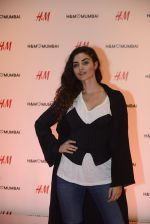 at h&m mubai launch on 11th Aug 2016 (40)_57af35201543d.JPG