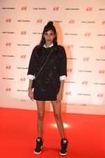 at h&m mubai launch on 11th Aug 2016 (61)_57af353198f23.JPG