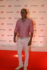 at h&m mubai launch on 11th Aug 2016 (9)_57af3509186e8.JPG