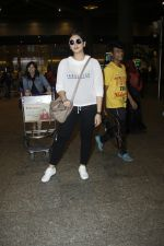 Huma Qureshi snapped at airport on 13th Aug 2016(37)_57b058003a9d7.JPG
