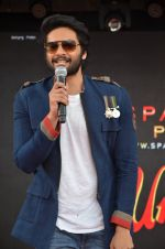 Ali Fazal at NM college Umang fest in Mumbai on 14th Aug 2016 (31)_57b12aef2a5e9.JPG
