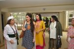 Bhagyashree inaugurated the Juhu Organic Farmer_s Market on 14th Aug at Jamnabai Narsee School (2)_57b127c6f351f.JPG