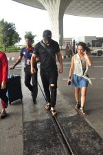 John Abraham snapped at airport in Mumbai on 14th Aug 2016 (19)_57b1276e8134d.JPG