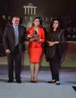 Zeenat Aman at Beautypolis Achievers Awards 2016 in Mumbai on 14th Aug 2016 (59)_57b1298639b09.JPG