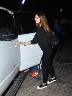 Suzanne kHan snapped with kids at pvr on 15th Aug 2016 (11)_57b2b34a130fc.JPG