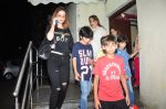 Suzanne kHan snapped with kids at pvr on 15th Aug 2016 (12)_57b2b34cd138e.JPG