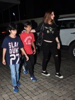 Suzanne kHan snapped with kids at pvr on 15th Aug 2016 (16)_57b2b354eb72f.JPG