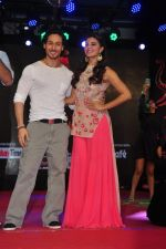 Tiger Shroff and Jacqueline Fernandez promote The Flying Jatt at Umang festival on 15th Aug 2016 (3)_57b2b9e03b2c5.JPG