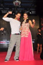 Tiger Shroff and Jacqueline Fernandez promote The Flying Jatt at Umang festival on 15th Aug 2016 (4)_57b2b9e1685e7.JPG