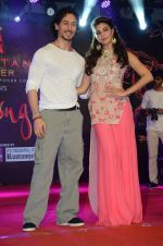 Tiger Shroff and Jacqueline Fernandez promote The Flying Jatt at Umang festival on 15th Aug 2016 (81)_57b2b966157bc.JPG