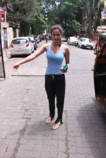Disha Patani snapped near her residence on 17th Aug 2016 (2)_57b47e85293b6.JPG