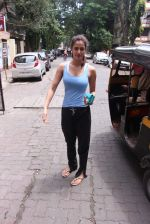 Disha Patani snapped near her residence on 17th Aug 2016 (3)_57b47e8725034.JPG