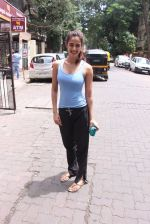 Disha Patani snapped near her residence on 17th Aug 2016 (9)_57b47e9072d80.JPG