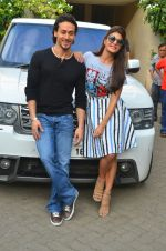 Jacqueline Fernandez, Tiger Shroff snapped in Mumbai on 16th Aug 2016 (2)_57b3d7f0a878a.jpg