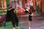 Sonakshi Sinha on the sets of The Kapil Sharma Show on 16th Aug 2016 (2)_57b47af012ca0.JPG