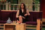 Sonakshi Sinha on the sets of The Kapil Sharma Show on 16th Aug 2016 (27)_57b3ee8457b1c.JPG