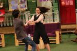 Sonakshi Sinha on the sets of The Kapil Sharma Show on 16th Aug 2016 (5)_57b47afdd0183.jpg