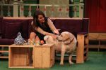 Sonakshi Sinha on the sets of The Kapil Sharma Show on 16th Aug 2016 (51)_57b3ee9b07aa8.JPG