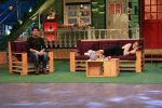 Sonakshi Sinha on the sets of The Kapil Sharma Show on 16th Aug 2016 (53)_57b3ee9d405fa.JPG