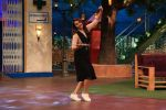 Sonakshi Sinha on the sets of The Kapil Sharma Show on 16th Aug 2016 (58)_57b3eea2ab011.JPG