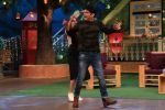 Sonakshi Sinha on the sets of The Kapil Sharma Show on 16th Aug 2016 (63)_57b3eea804d39.JPG