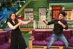 Sonakshi Sinha on the sets of The Kapil Sharma Show on 16th Aug 2016 (7)_57b47b16a3191.jpg