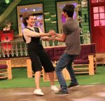 Sonakshi Sinha on the sets of The Kapil Sharma Show on 16th Aug 2016 (83)_57b3eebe9f99c.JPG
