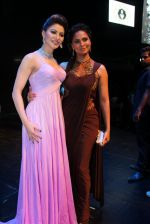 Urvashi Rautela, Lara Dutta at Joya exhibition in Mumbai on 16th Aug 2016 (145)_57b3eb6b639e6.JPG