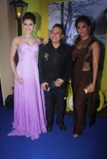 Urvashi Rautela, Lara Dutta at Joya exhibition in Mumbai on 16th Aug 2016 (296)_57b3eb6e9b6d3.JPG