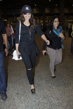 Sonakshi Sinha snapped at airport on 17th Aug 2016 (14)_57b55550c9c1e.JPG