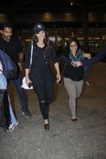 Sonakshi Sinha snapped at airport on 17th Aug 2016 (16)_57b555533118b.JPG
