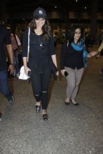 Sonakshi Sinha snapped at airport on 17th Aug 2016 (20)_57b555585ea9a.JPG