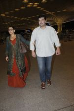 Vidya Balan, Siddharth Roy Kapoor snapped at airport on 17th Aug 2016 (8)_57b5555c4b523.JPG