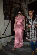 Kareena Kapoor snapped at Shankar Mahadevan_s recording studio on 18th Aug 2016 (11)_57ba972d4a645.JPG
