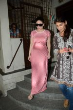 Kareena Kapoor snapped at Shankar Mahadevan_s recording studio on 18th Aug 2016 (12)_57ba972f51fe2.JPG