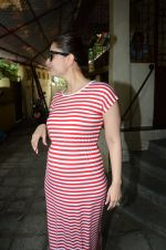 Kareena Kapoor snapped at Shankar Mahadevan_s recording studio on 18th Aug 2016 (18)_57ba973aee031.JPG