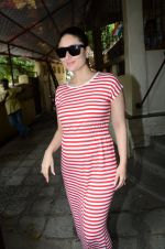 Kareena Kapoor snapped at Shankar Mahadevan_s recording studio on 18th Aug 2016 (19)_57ba973c5f17d.JPG