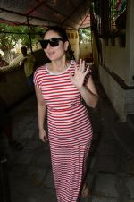 Kareena Kapoor snapped at Shankar Mahadevan_s recording studio on 18th Aug 2016 (29)_57ba9749ce5ed.JPG