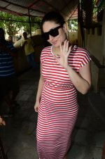 Kareena Kapoor snapped at Shankar Mahadevan_s recording studio on 18th Aug 2016 (30)_57ba974b55eae.JPG