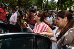 Kareena Kapoor snapped at Shankar Mahadevan_s recording studio on 18th Aug 2016 (32)_57ba974da0abf.JPG