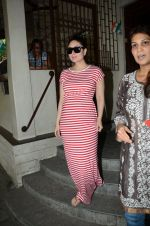 Kareena Kapoor snapped at Shankar Mahadevan_s recording studio on 18th Aug 2016 (4)_57ba981c9e7ea.JPG